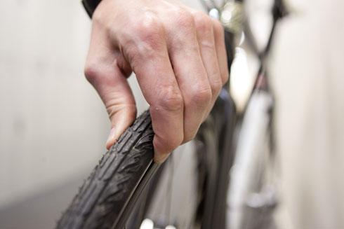 Feel tyre pressure